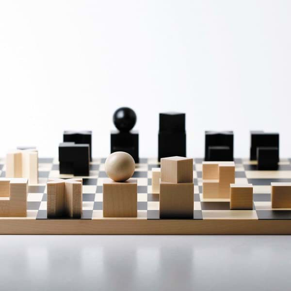 Picture of Bauhaus chess set by Josef Hartwig
